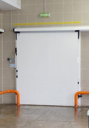 Двері холодильні відкатні